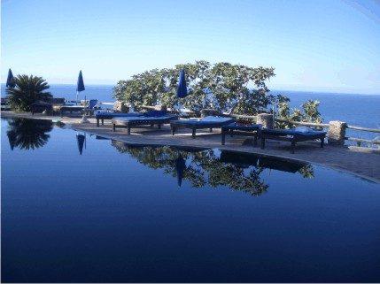 Piscina a Ischia vista mare - www.scuoladirespiro.org